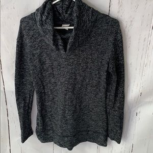 Large collar sweater